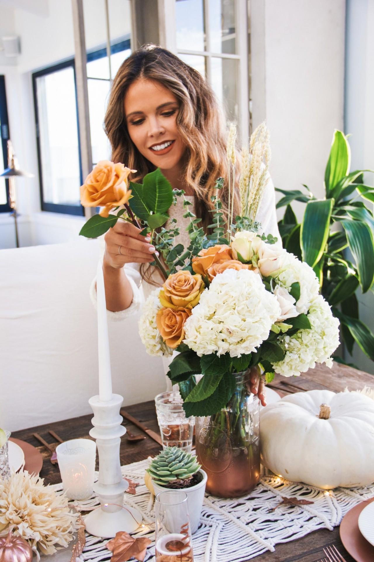 tone-it-up-thanksgiving-table-decor-katrina-4-flowers